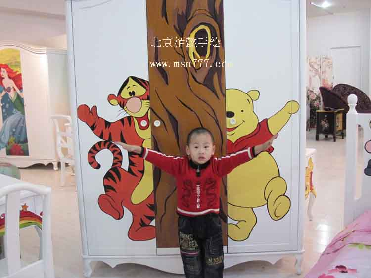 北京央美创意美术培训中心2001年成立,是知名的艺术教育品牌机构。拥有先进的教学理念、卓越的管理团队、与国际接轨的教学方法、一流的师资队伍和雄厚的创意力量,并在艺术实践中取得了喜人的成绩,从而成为中国少儿美术教育领域的领军者。中心是按照各种艺术门类的教学需求而精心设计的专业少儿艺术培训空间,以艺术教育为核心,以合理化教学为主营模式,是目前北京市专业最强档次最高的少儿美术培训场所之一。中心以艺术产业为拓展方向,由一群有成就的艺术家为核心,并汇聚了来自全国各地知名少儿教育专家和优秀的艺术教师的专业艺术培训管理
